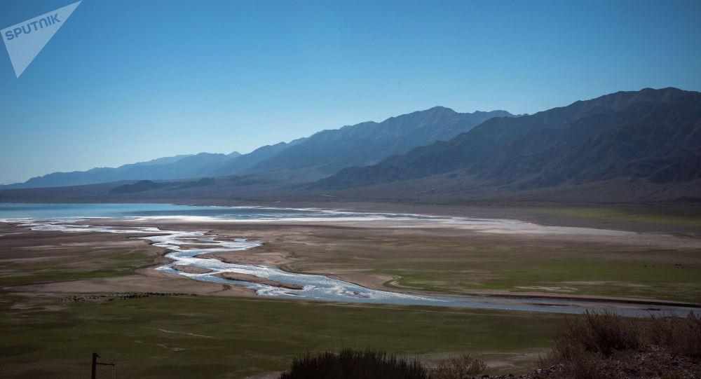 Река Чу на границе Иссык-Кульской и Нарынской областей вблизи города Балыкчы