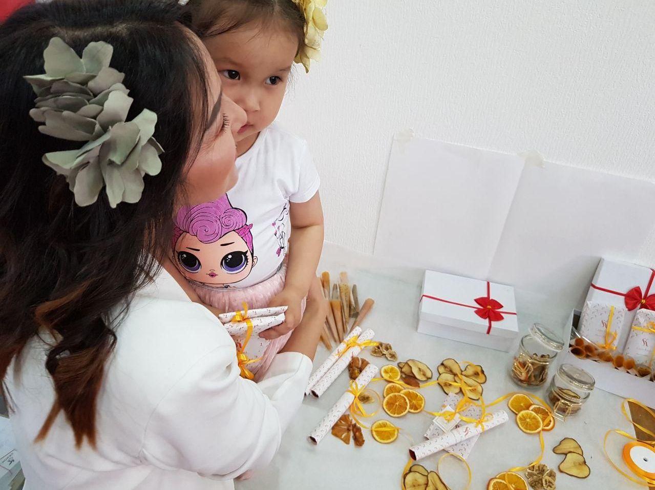Бизнесвумен Жаркынай Деркембаева с дочерью