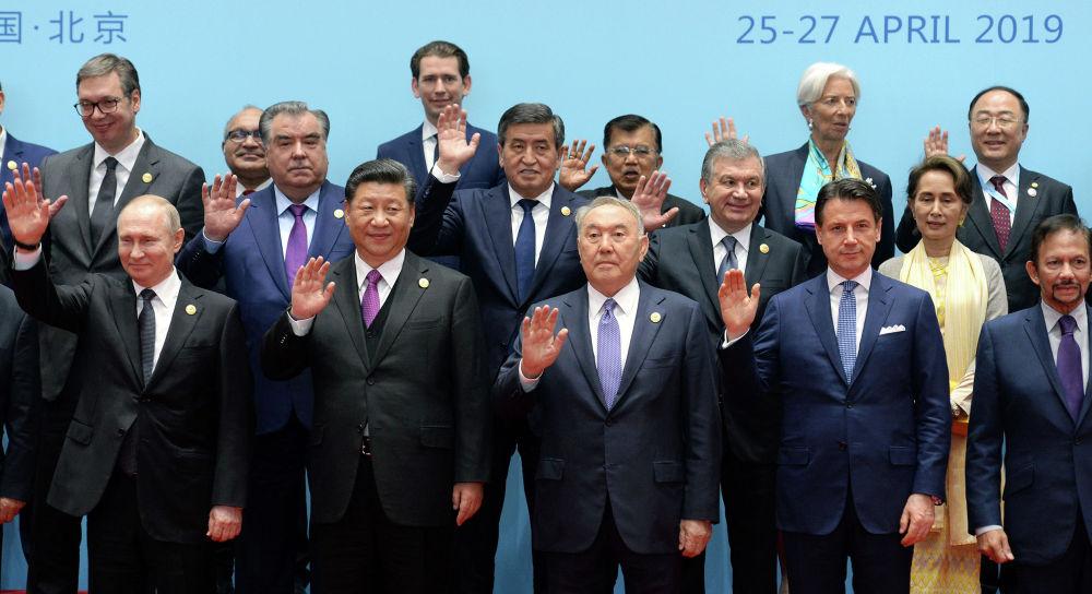 Президент Кыргызской Республики Сооронбай Жээнбеков принимает участие в сессиях Второго Форума по международному сотрудничеству в рамках Одного Пояса — одного пути в Пекине. Китай, 27 апреля