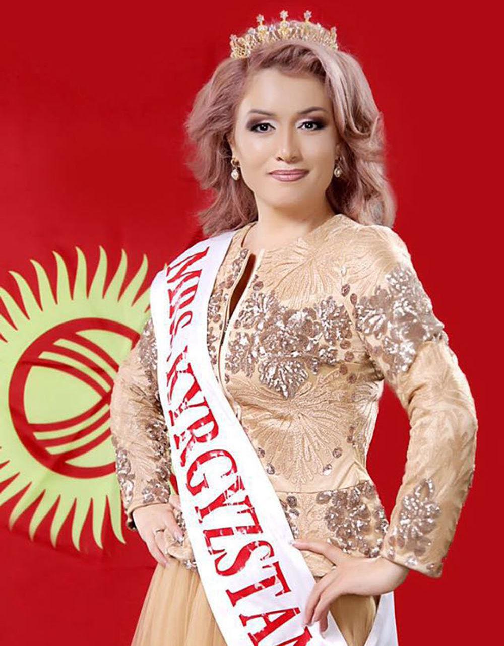 Участница из Кыргызстана на международном конкурсе Миссис Вселенная — 2016 41-летняя Наргиза Осмонова, имеющая титул первой Миссис Королевы мира.