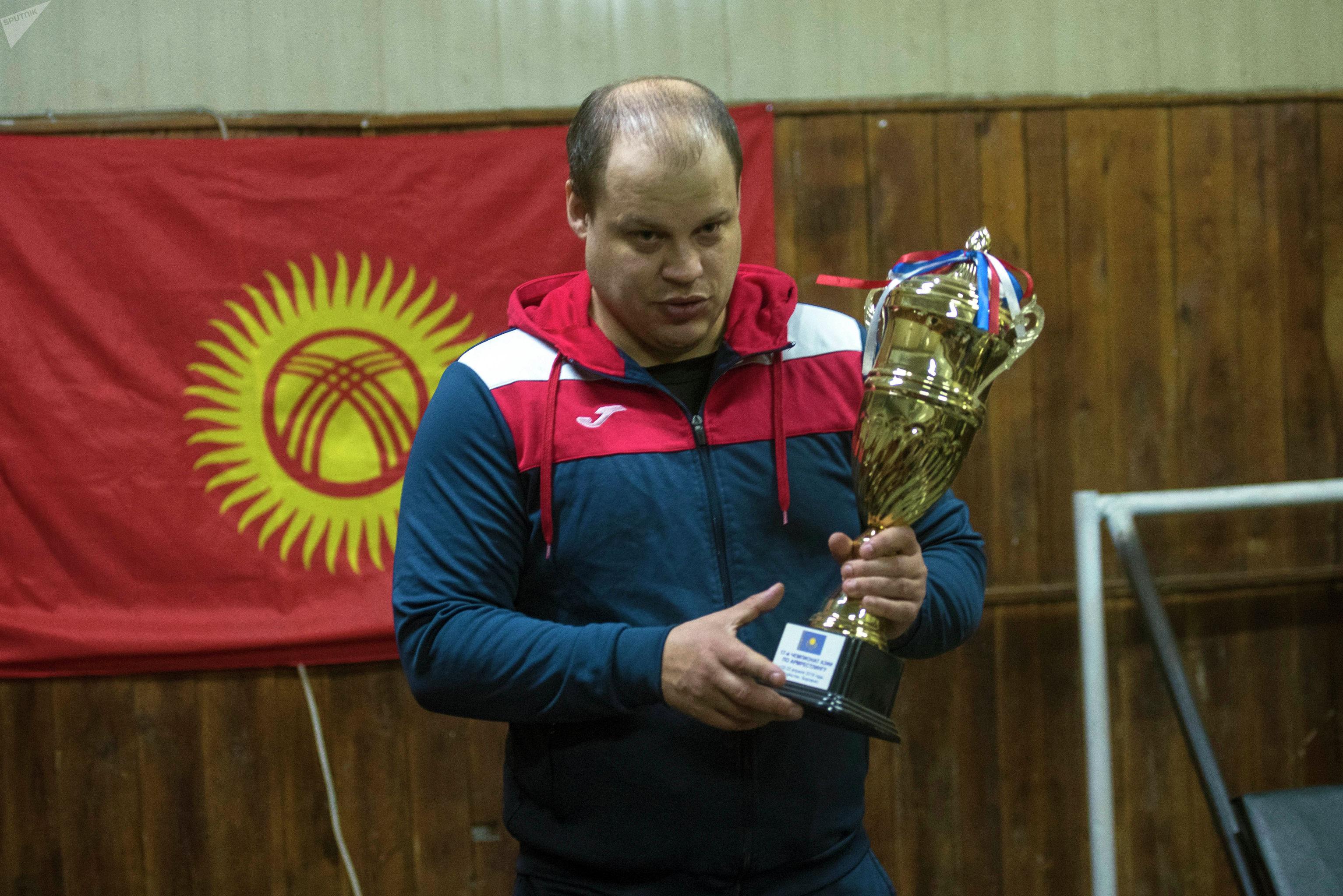 Старший тренер Детско-юношеской спортивной школы по теннису, паралимпийским и силовым видам спорта Олег Алчинов