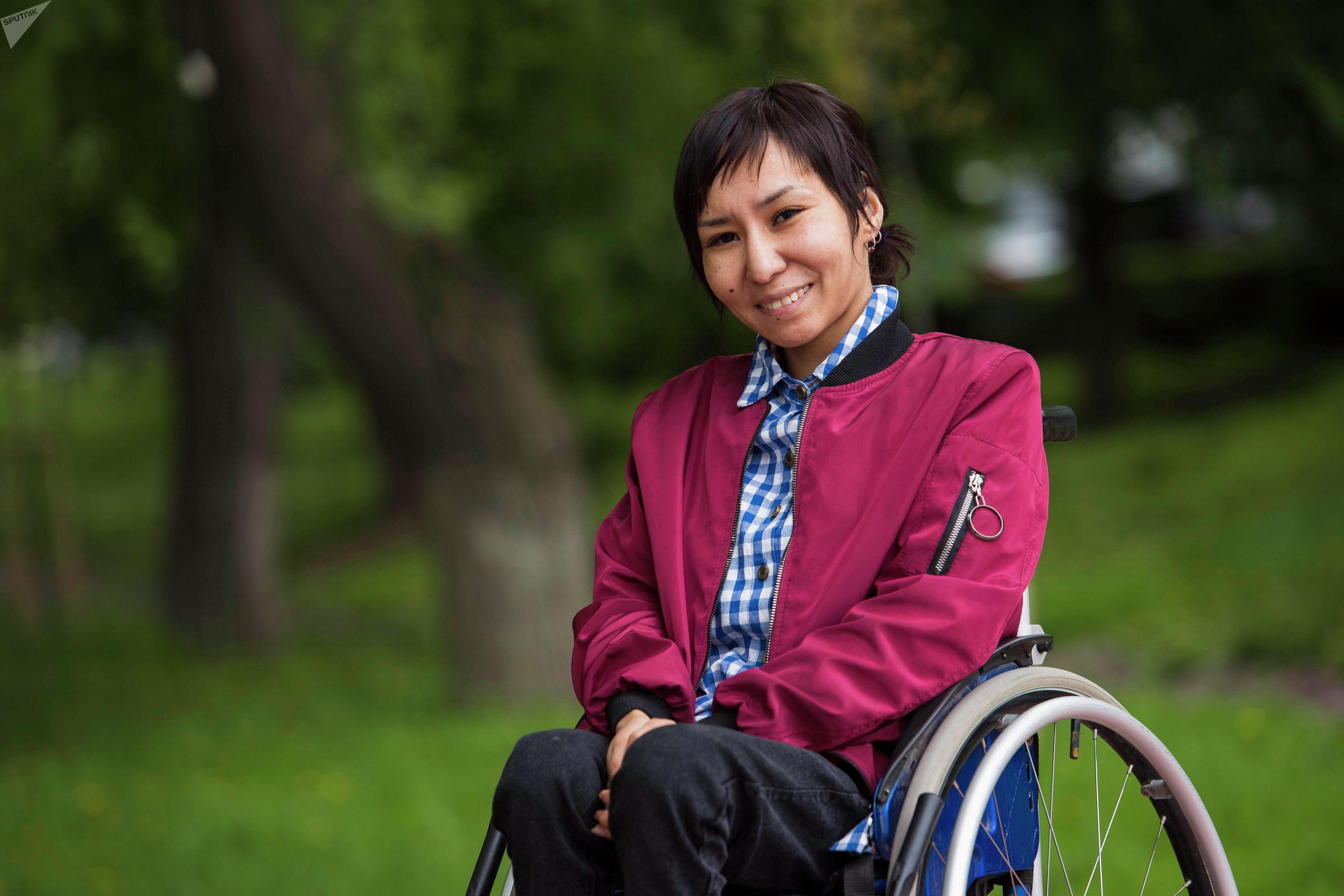 Активистка Азиза Иминова во время фотосета