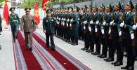 В Бишкек прибыл министра обороны Китая Вэй Фэнхэ. С ним встретился начальник Генштаба Райимберди Дуйшенбиев.