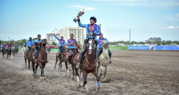 Победители турнира по кок-бору и национальных конноспортивных игр, посвященный ко Дню города Бишкек