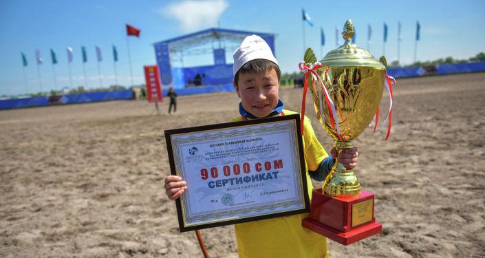 Один из победителей национальных конноспортивных игр, посвященный ко Дню города Бишкек