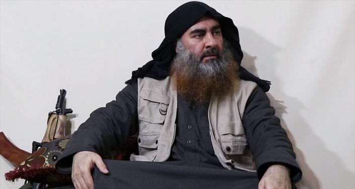 Главарь организации Исламское государство Абу Бакр аль-Багдади впервые за несколько лет появился в пропагандистском видео, которое опубликовано в Интернете.