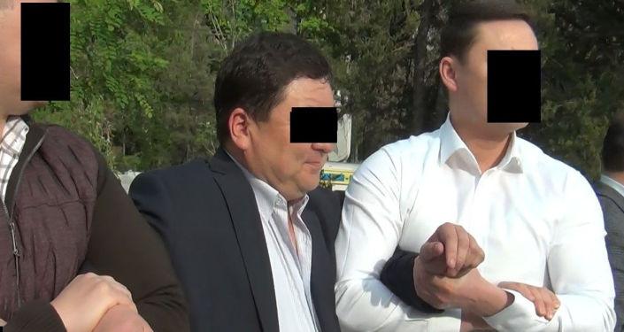В столице при получении взятки в 1 500 долларов задержан начальник отдела перспективного планирования муниципального предприятия Бишкекглавархитектура