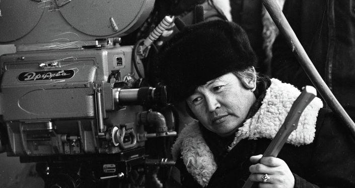 Красавица Аринбасарова и известный оператор — фото 1977 года на Иссык-Куле. Архивное фото