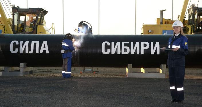 Сварка шва на церемонии соединения первого звена магистрального газопровода Сила Сибири . Архивное фото