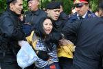 Казахстанские полицейские задержали протестующих оппозиции в Алматы