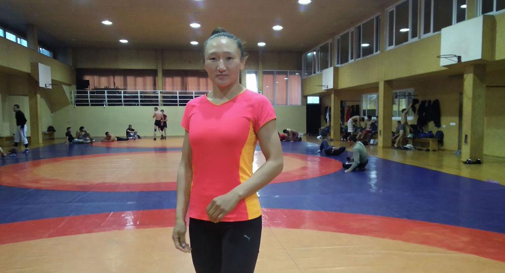 Кыргызстандык белгилүү балбан Айсулуу Тыныбекова. Архивдик сүрөт