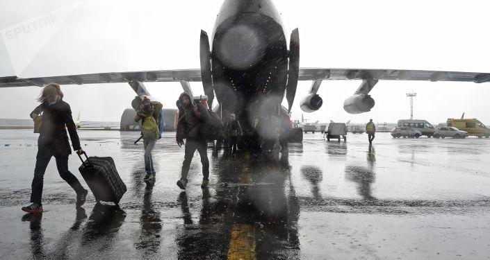 Пассажиры самолета. Архивное фото