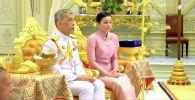 Король Таиланда Маха Вачиралонгкорн (Рама Х) во время церемонии бракосочетания с Сутхидой Вачиралонгкорн