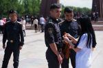 Sputnik Кыргызстан Жеңиш вальсынын катышуучуларына Георгий тасмасын тапшырды