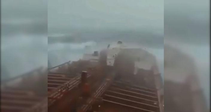 Синоптики сообщают, что тропический циклон 4-й категории может достичь Бангладеша.