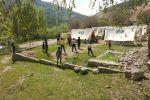 Баткен облусунун Кадамжай районуна караштуу Чаувай айыл аймагында 12 үй-бүлө чатырга көчүрүлдү