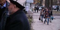 Молодежь на улицах Бишкека. Архивное фото