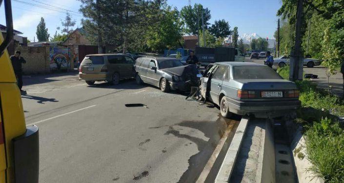 ДТП на пересечении улиц Орозбекова и Баялинова в Бишкеке