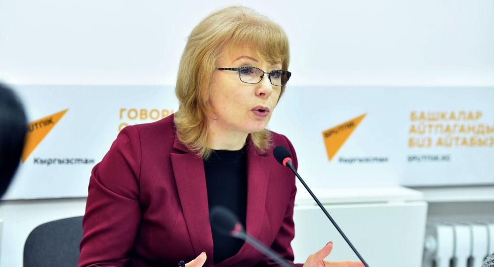 Депутат ЖК Евгения Строкова в мультимедийном пресс-центре Sputnik Кыргызстан.