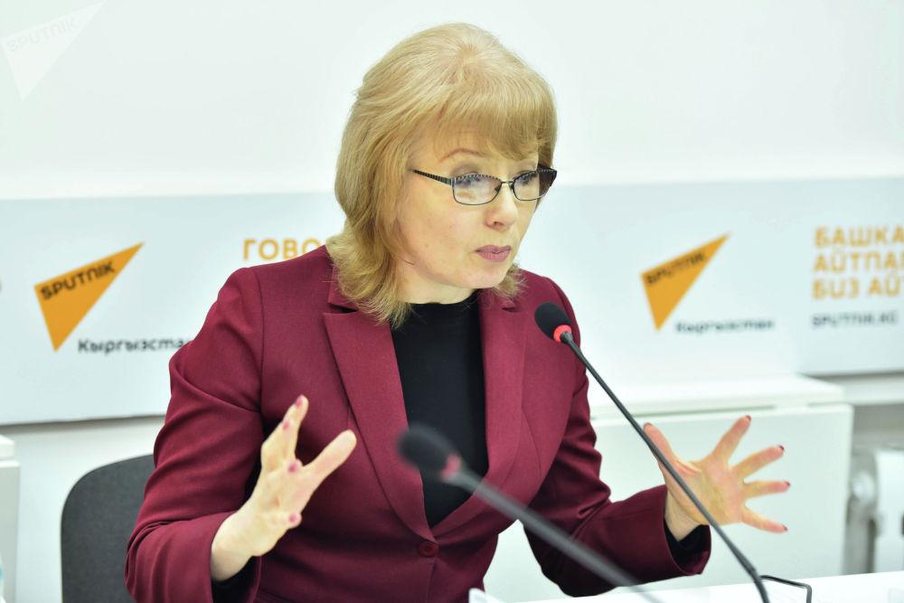 Депутат Жогорку Кенеша Евгения Строкова в мультимедийном пресс-центре Sputnik Кыргызстан.