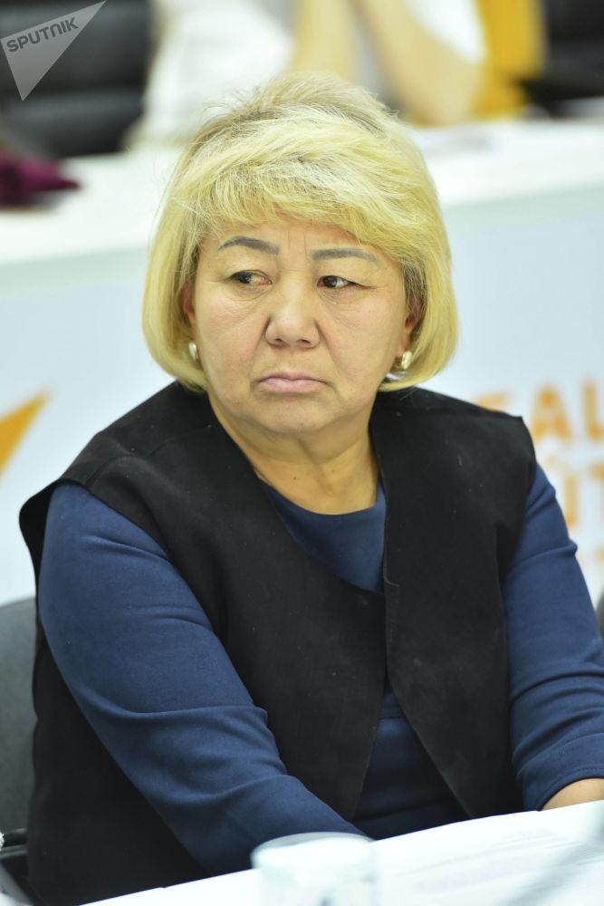Директор школы имени Рысменди уулу Акмата Чинаркан Маанаева