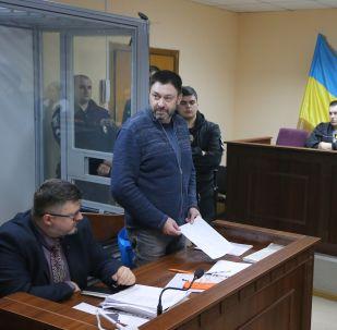 Руководитель портала РИА Новости Украина Кирилл Вышинский выступает в Подольском районном суде Киева, где рассматривается обвинительный акт в его отношении.