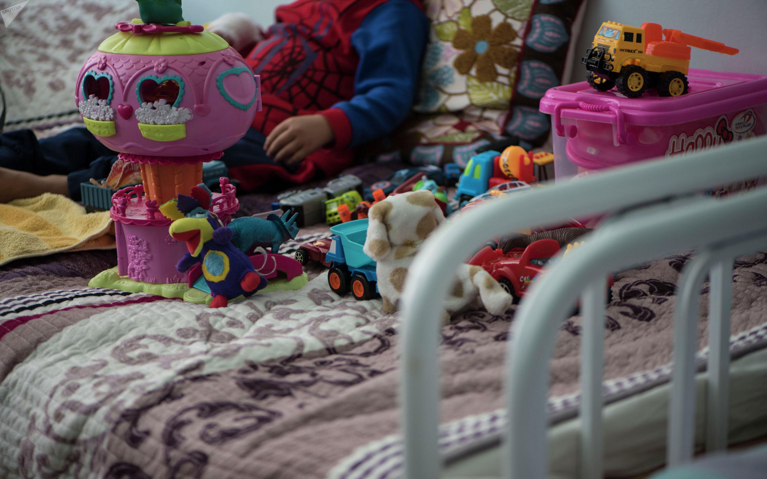 Трехлетний Медер, который страдает нейробластомой(высокозлокачественная опухоль)