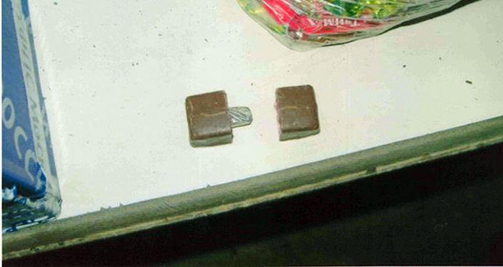 Госслужба представила фотографии продуктов и вещей, в которых обнаружили запрещенные предметы.