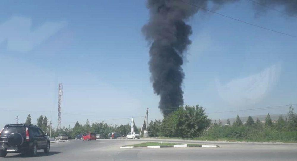 Пожар на нефтебазе по улице Шерматова в Джалал-Абаде