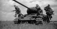 Великая Отечественная война 1941-1945 годов. Десант автоматчиков прибыл на передний край. Архивное фото