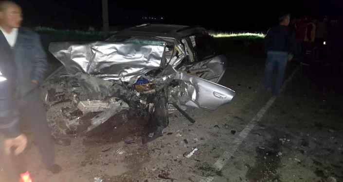 Последствия ДТП на 108 километре автотрассы Бишкек — Нарын — Торугарт, близ города Кемин.