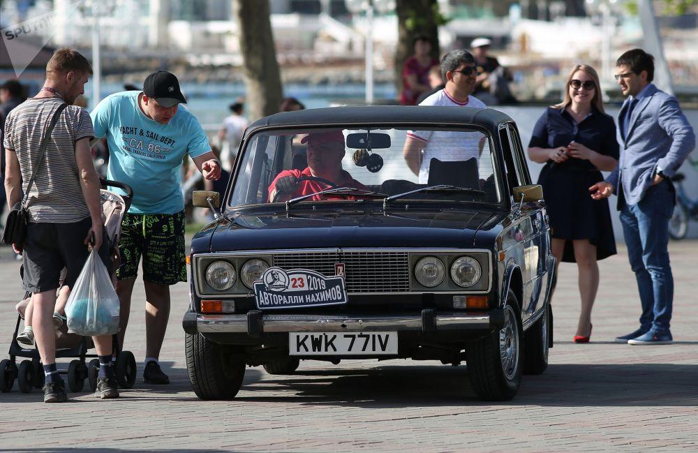 В ралли можно было увидеть такие авто, как Волга, Москвич и Жигули
