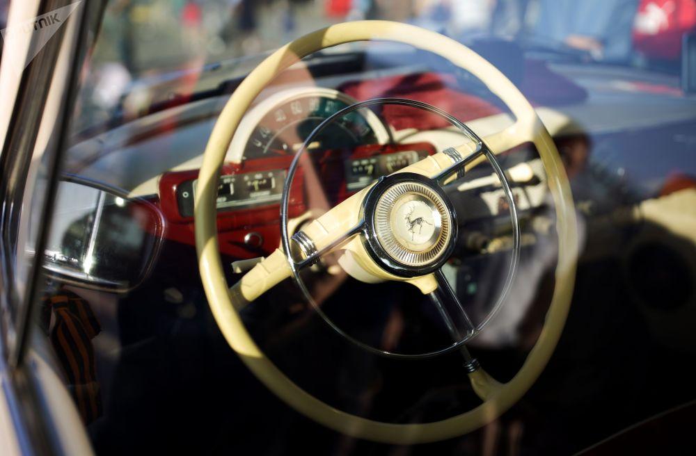 Приняли участие в мероприятии более 20-ти коллекционеров и реставраторов советских авто из многих российских городов, Германии, Британии и Латвии.