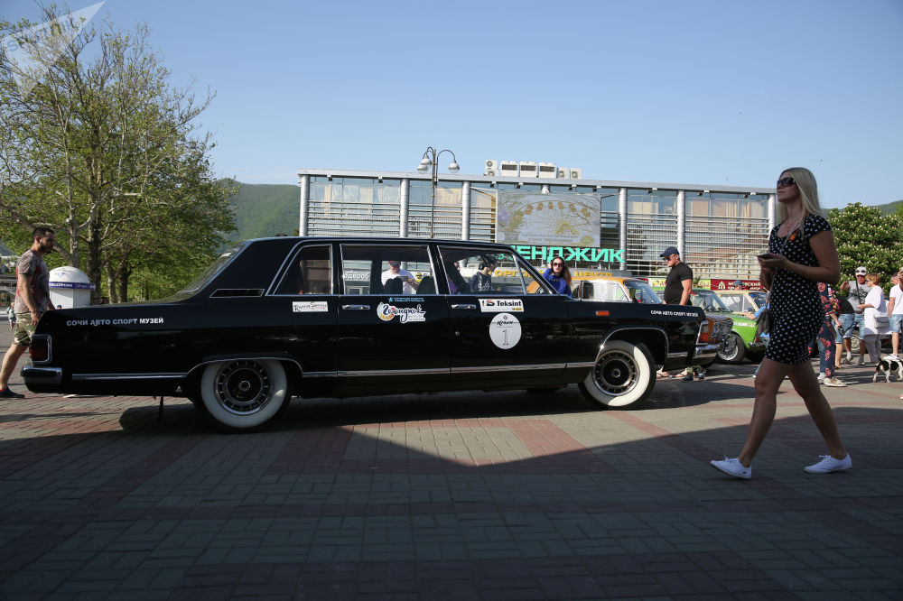 Всего на дистанцию вышли более 200 автомобилей 1950-х и 1980-х годов выпуска.