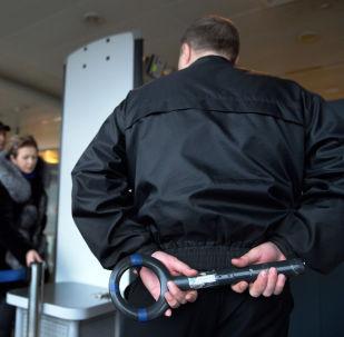 Аэропортто көзөмөлдөө. Архивдик сүрөт