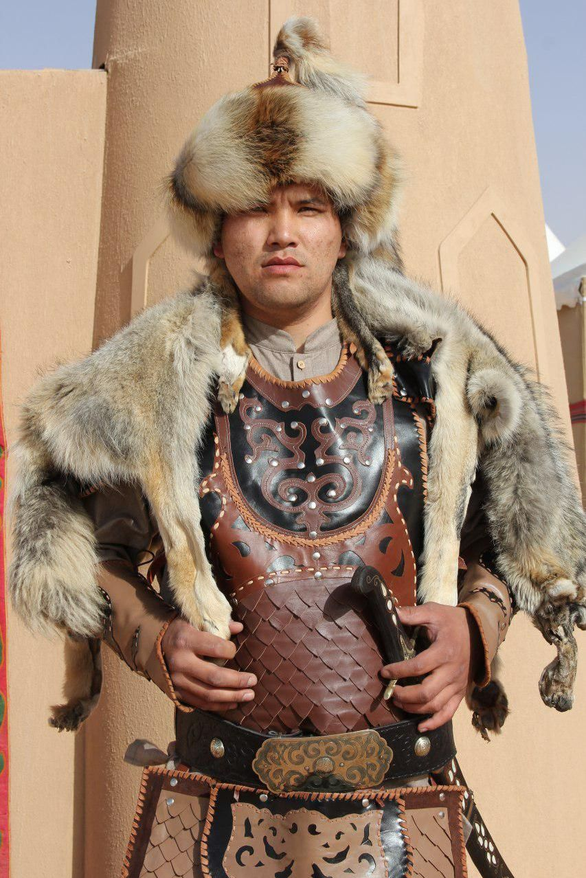 Участник этнофестиваля Camel Fest Инамидин Бектемиров с ростом 2 метра
