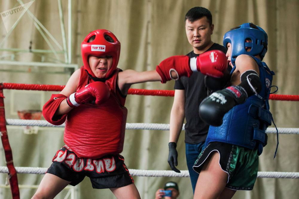 Кыргызстандын чемпионатында бир нече спорттук клубдун балдары күч сынашты