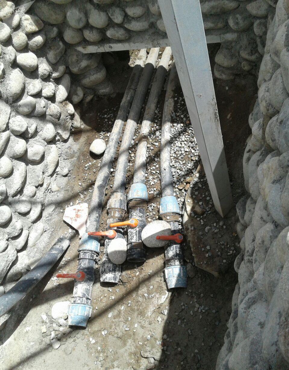 Бассейн Ак-Суу кенч в селе Теплоключенка Иссык-Кульской области, из которого по утверждению местных жителей вытекает канализационная вода в реку Ак-Суу