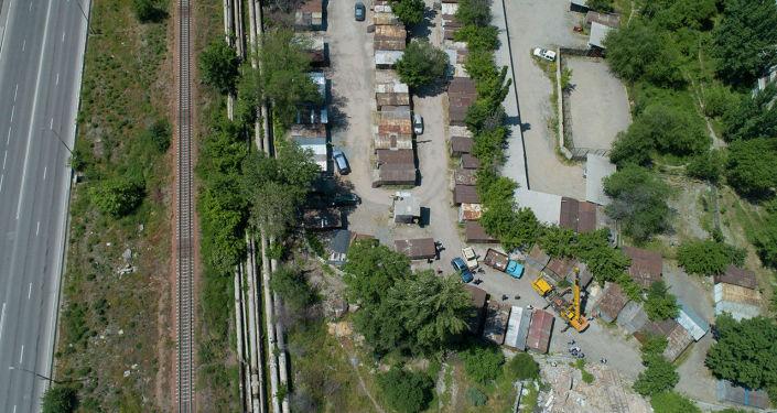 В Бишкеке начали продлевать улицу Туголбая Ата от Ибраимова до Торокула Айтматова, но для этого необходимо снести строения, расположенные по маршруту будущей дороги.