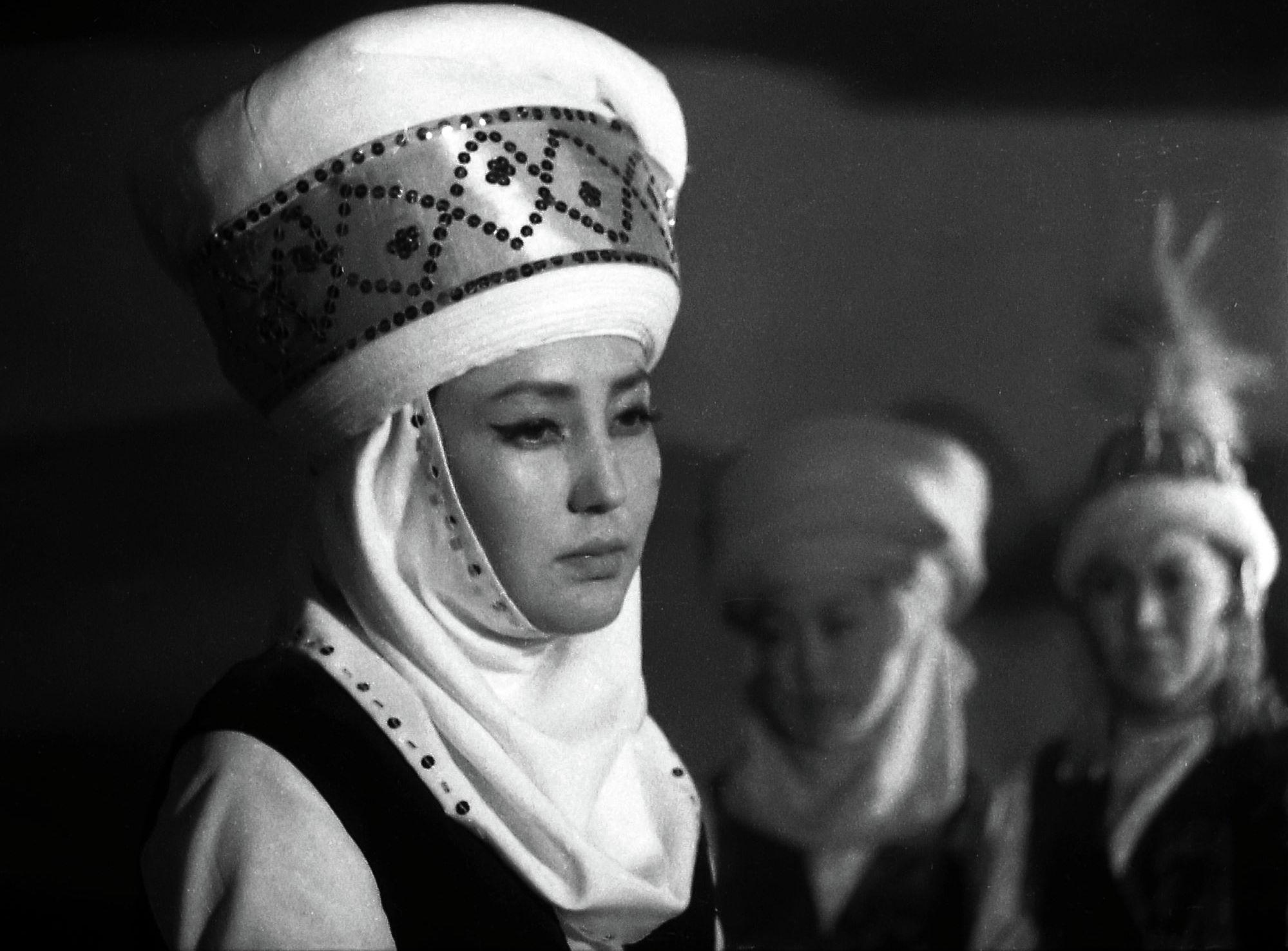 Актриса театра и кино, заслуженная артистка Киргизской ССР Таттыбубу Турсунбаева в роли Ак-Моор