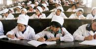 Медицина факультетинин студенттери. Архивдик сүрөт