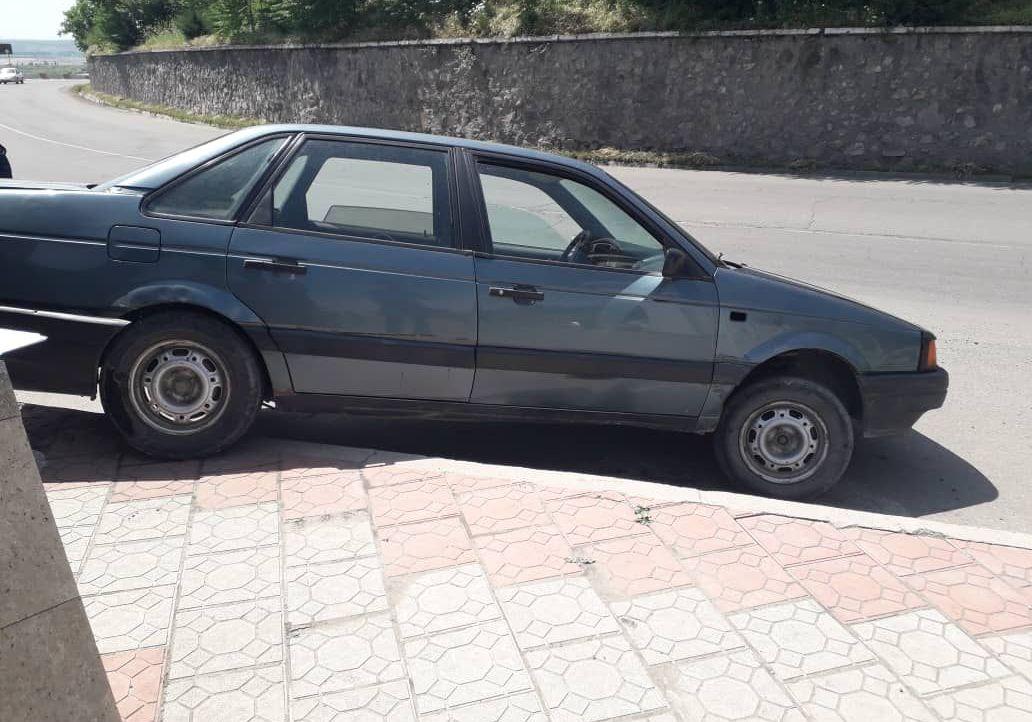 Водитель на легковушке врезался на ограждение в селе Озгон