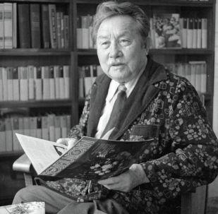 Акын, жазуучу, драматург Аалы Токомбаев. Архив