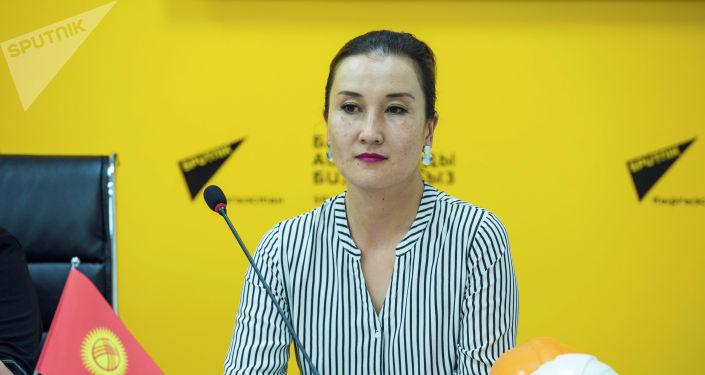 Пресс-секретарь компании Электрические станции Тагжана Айдаралиева в пресс-центре Sputnik Кыргызстан на мастер-класс Как уберечься от удара током — самое важное об электричестве.