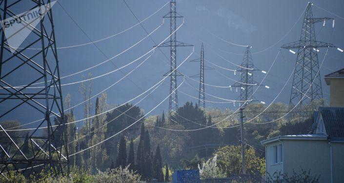 Линии высоковольтных передач. Архивное фото