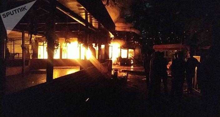 В парке Панфилова в центре столицы горит кафе