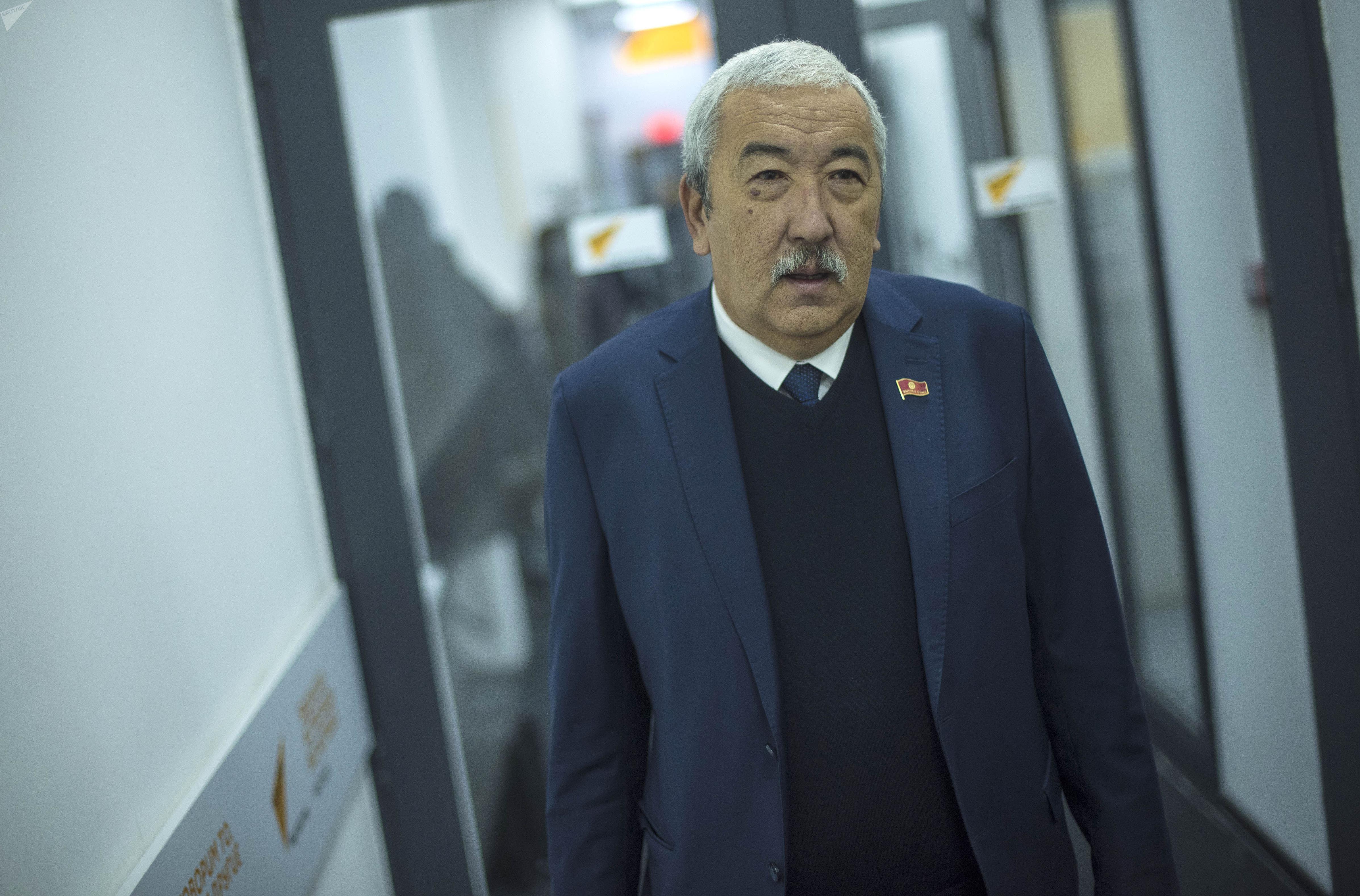 Депутат Жогорку Кенеша VI созыва Исхак Масалиев от фракции Кыргызстан на заседании