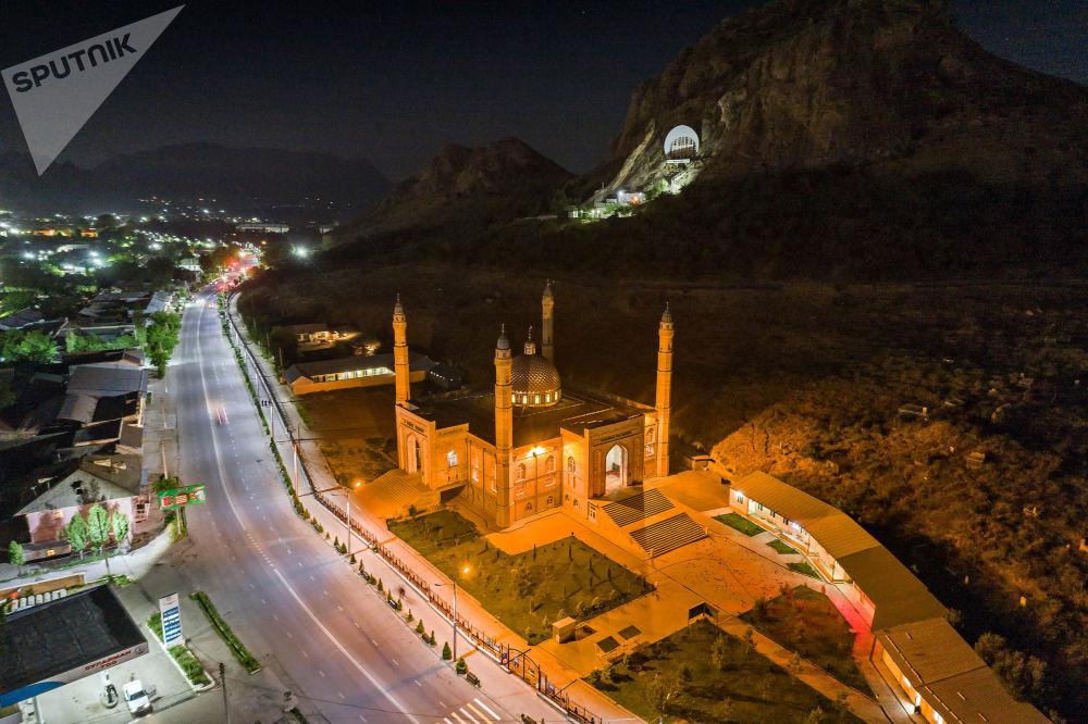 Мечеть у подножия Сулайман-Тоо