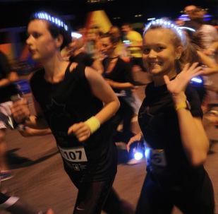 Участники ночного забега. Архивное фото
