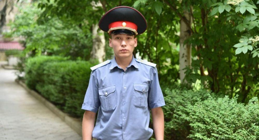 В Бишкеке сотрудник отдела охраны Аламудунского района Адилет Бекжанов застрелил собаку, которая напала на трехлетнюю девочку